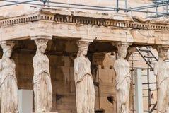 Cariatides de temple d'Aphrodite sur le parthenon, Athènes Grèce images libres de droits