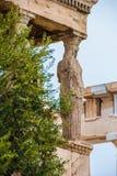 Cariatides de temple d'Aphrodite sur le parthenon, Athènes Grèce photos stock