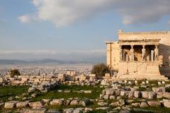 Cariatidi in Erechtheum dall'acropoli ateniese, Grecia Fotografia Stock