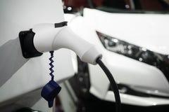 Caricabatteria del primo piano per l'automobile elettrica Automobile di EV o automobile elettrica fotografia stock