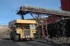 Caricamento del camion del carbone Fotografia Stock