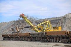 Caricamento del minerale di ferro Immagine Stock Libera da Diritti