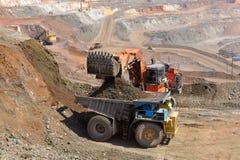 Caricamento del minerale di ferro Immagini Stock
