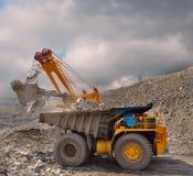 Caricamento del minerale ferroso Immagini Stock Libere da Diritti