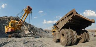 Caricamento del minerale ferroso Fotografie Stock Libere da Diritti