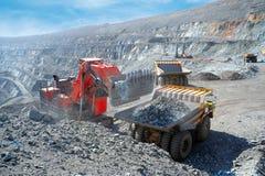 Caricamento del minerale ferroso Fotografie Stock