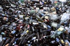 Caricamento delle bottiglie Fotografie Stock Libere da Diritti