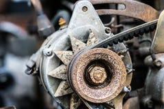 Caricando a batteria l'alimentazione elettrica dell'automobile elettrica inserita Fotografia Stock