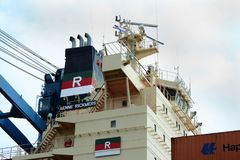 Caricando e scaricare nel porto di Rotterdam Fotografia Stock