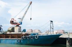 Carico aspettante della nave al bacino Immagine Stock Libera da Diritti