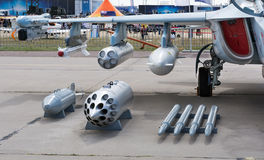Carico delle munizioni dell'aereo da caccia Immagini Stock Libere da Diritti
