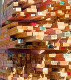 Carico di legname da costruzione colourful Immagini Stock