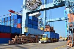 Carico di trasporto in porto marittimo Immagini Stock Libere da Diritti
