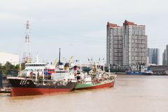 Carico Marine Boats Docked a porto fotografia stock libera da diritti