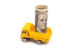 Carie del camión un rollo de cientos billetes de dólar Imagen de archivo libre de regalías