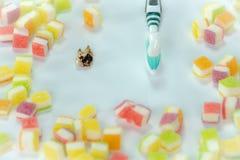 Carie dentaria nel mucchio dei dessert immagine stock
