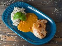 Caril da galinha com arroz selvagem fotografia de stock royalty free