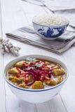 Caril da galinha, com cebolas e pimentão Imagens de Stock Royalty Free
