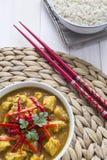 Caril da galinha, com cebolas e pimentão Imagens de Stock