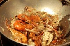 Caril do camarão - camarão fritado com pó de caril na bandeja Fotografia de Stock