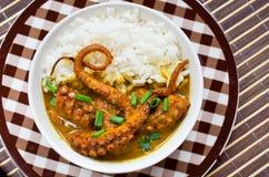 Caril do polvo com arroz e cebolinha Imagem de Stock