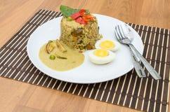Caril do verde do arroz fritado com carne de porco e ovo de fervura Fotos de Stock Royalty Free