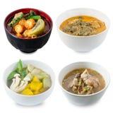 Caril, especiaria e sopa vermelhos tailandeses com sopa de vegetais imagem de stock