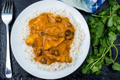 Caril suave frutado da galinha com arroz fervido Foto de Stock