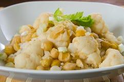 Caril vegetal com couve-flor e grãos-de-bico Imagem de Stock Royalty Free