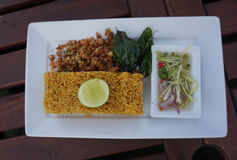 Caril verde Fried Rice, alimento tailandês no prato branco Imagens de Stock Royalty Free