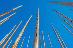 Carillón de viento en un cielo azul Imagen de archivo libre de regalías