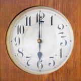Carillon d'annata che mostra un orologio di 6 o Fotografia Stock