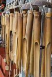 Carillones de viento de bambú Fotos de archivo libres de regalías