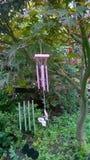 Carillones de viento en la brisa Foto de archivo libre de regalías