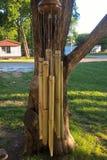 Carillons de vent en bambou Photographie stock libre de droits