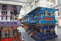 Carimbando linhas em uma planta de carro Imagens de Stock Royalty Free