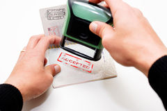 Carimbando o passaporte Foto de Stock Royalty Free