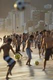 Carioca Βραζιλιάνοι που παίζει την παραλία Φ Altinho Futebol Στοκ Εικόνα