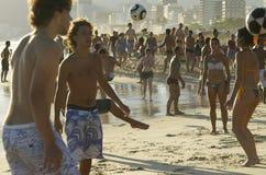 Carioca Βραζιλιάνοι που παίζει το ποδόσφαιρο παραλιών Altinho Στοκ φωτογραφίες με δικαίωμα ελεύθερης χρήσης