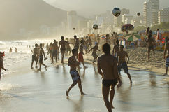 Carioca Βραζιλιάνοι που παίζει το ποδόσφαιρο παραλιών Altinho Στοκ εικόνες με δικαίωμα ελεύθερης χρήσης
