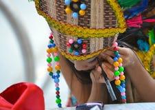 Cariwestmeisje die Haar Make-up doen Royalty-vrije Stock Foto's