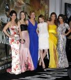 Carla Gugino、康沃尔耶拿玛隆的Abbie,艾米莉・布朗宁、杰米・钟和凡妮莎・哈金斯 免版税图库摄影