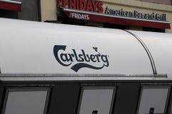 CARLBERG-ÖLLASTBIL OCH FREDAGAR AMERIKANSKT STÅNG OCH GALLER Fotografering för Bildbyråer