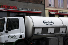 CARLBERG BEER TRUCK AND FRIDAYS AMERICAN BAR AND GRILL Stock Image