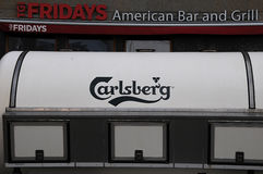 CARLBERG BEER TRUCK AND FRIDAYS AMERICAN BAR AND GRILL Stock Photos