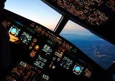 Carlinga de un avión de pasajeros Visión desde la carlinga durante imagenes de archivo