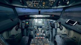 Carlinga vacía de la cabina de un avión del interior Cabina experimental de un aeroplano almacen de metraje de vídeo