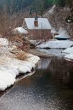 Carlingue d'hiver dans la neige Photos stock