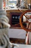 Carlingue de roue de bateau à voiles image stock