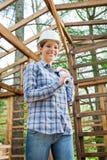 Carlingue en bois de Holding Blueprint In d'architecte heureux Photo libre de droits